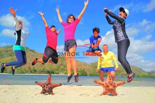 happy people in lombok
