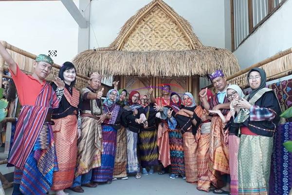 lombok national costume